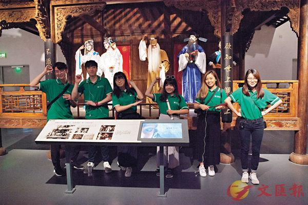 ■同學們參觀成都市博物館。