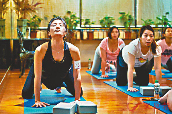 ■懷有身孕的林芊妤繼續教瑜伽。