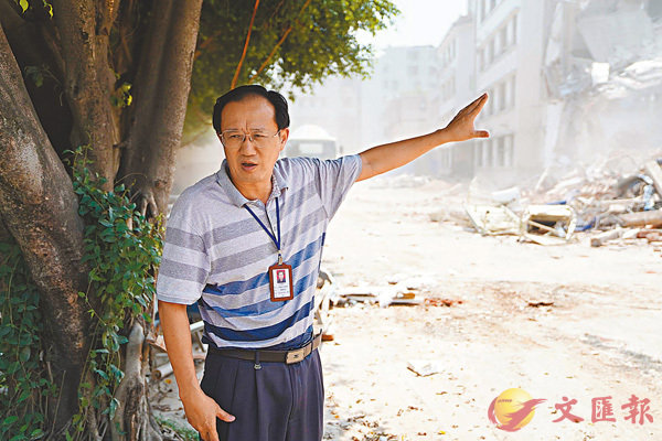 ■ 大埔人民医院院长黄裕坚忆述田家炳捐建医院的过程。 香港文汇报记者帅诚摄