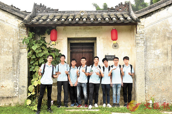 ■參觀觀瀾版畫村。 香港文匯報深圳傳真