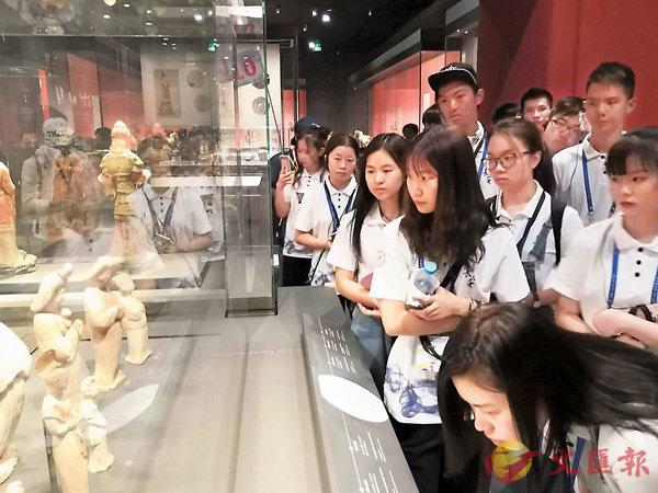 團員參觀陝西歷史博物館。香港文匯報記者郭若溪  攝