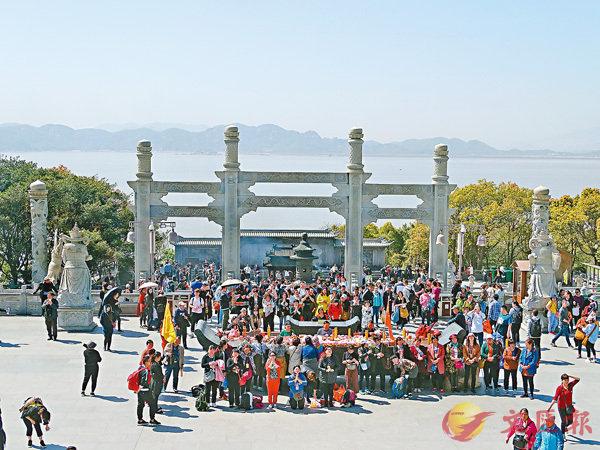 ■普陀山上遊人眾多。