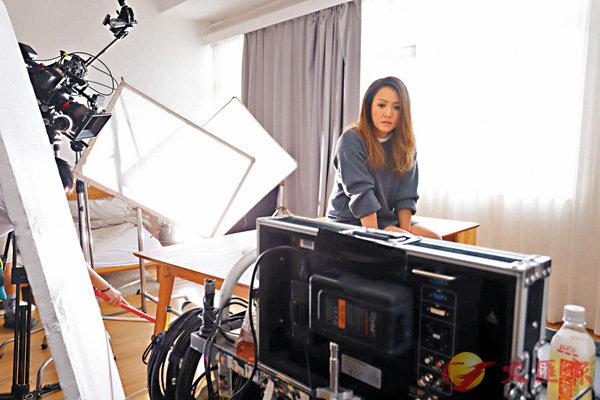 ■黎瑞恩為翻唱歌曲拍攝MV。
