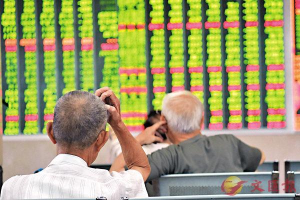 ■昨日滬深股指悉數收跌,滬綜指下挫1.27%,深成指和創業板指均跌逾2%。