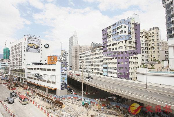 ■圖為港鐵沙中線工程影響,導致大量樓宇嚴重沉降現場。 香港文匯報記者劉國權  攝