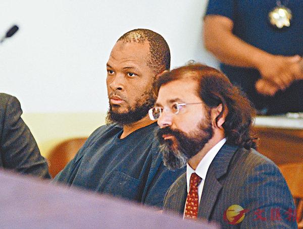 ■疑兇瓦哈吉(左)出庭受審,拒絕認罪。 美聯社