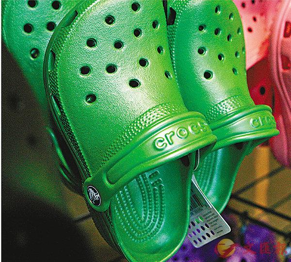 ■鱷魚鞋曾在各地爆紅。 美聯社