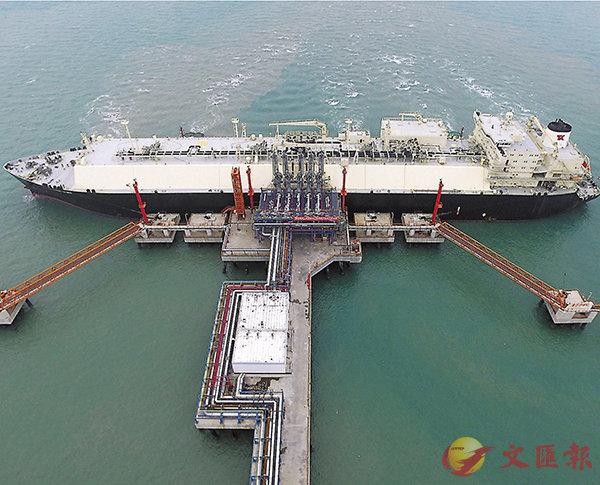 ■據傳中國本月23日對等價的美國進口產品加徵25%關稅,未有包括原油。圖為中國石化天然氣分公司北海LNG接收站碼頭。 資料圖片