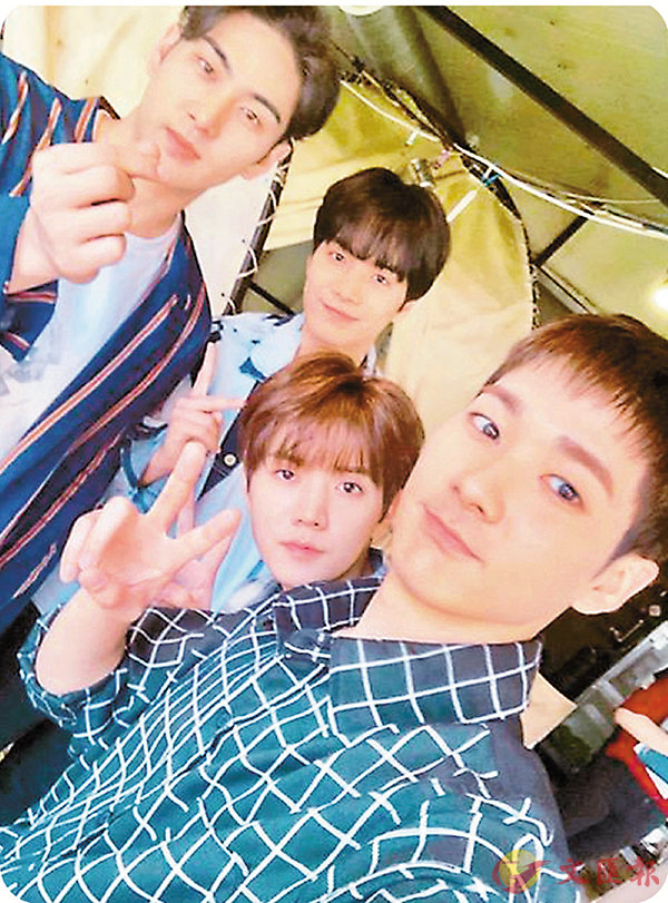 ■Aron掌鏡與隊友自拍。