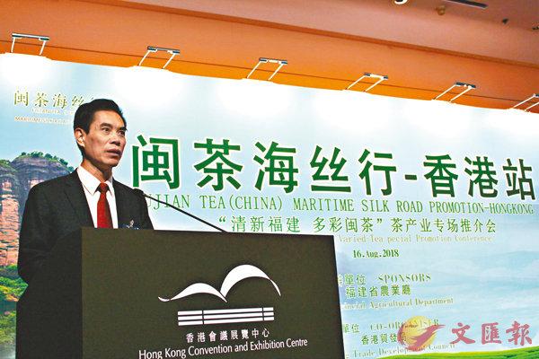 ■黃華康在推介會上為客商介紹閩茶海絲行,形容此是福建省農業廳從2016年起�茪O推動的項目。 記者林舒婕  攝
