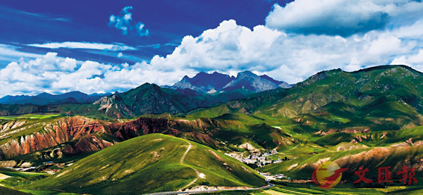 ■卓爾山是一座觀景台,所觀之景是祁連山中段,既雄偉壯闊、亦丰神逸秀。作者提供