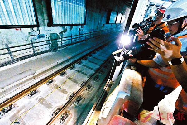 ■ 政府不排除需鑿開紅磡站部分月台層板與連續牆的接駁處進行檢查。 資料圖片