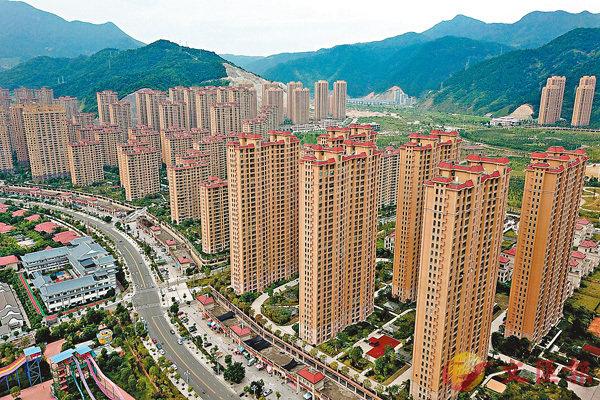 ■未來房地產開發企業的集中度將加強,TOP50以外的開發企業生存空間料進一步被壓縮。圖為內地正在開發中的房地產項目。 資料圖片
