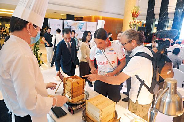 ■ 廣東將培訓5萬名粵菜師傅,打造國際名片。  香港文匯報記者敖敏輝 攝