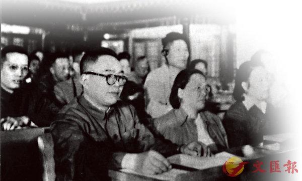 ■徐鑄成出席第一屆全國人大會議。受訪者供圖