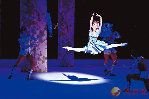 ■《愛麗絲夢遊仙境》舞蹈員:陳稚�u╱攝影:Conrad Dy-Liacco╱相片由香港芭蕾舞團提供