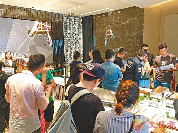 ■藝里坊.1號昨於中環的展銷廳亦迫滿準買家及代理。