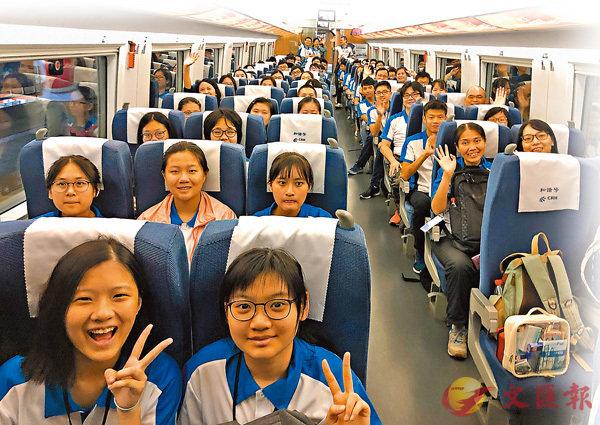 ■香港學子在內地搭乘高鐵,了解乘車規則,體驗高速便捷旅程。 資料圖片