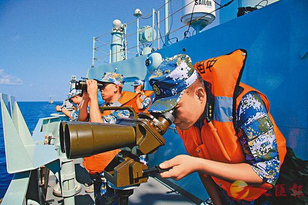 ■反潛演習期間,黃山艦上的官兵緊守崗位。 中新社