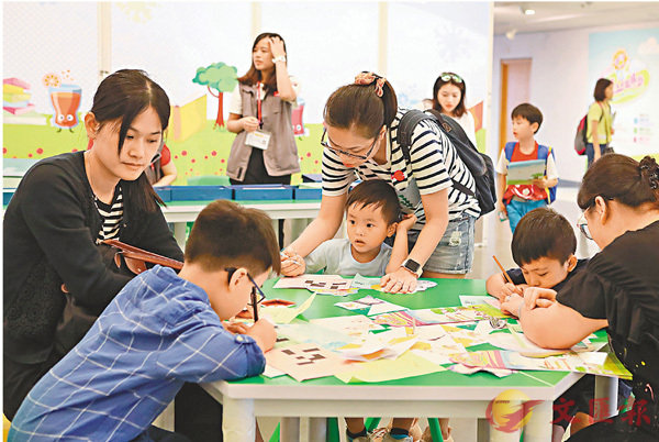 ■圖書館推廣親子閱讀風氣。 香港文匯報資料圖片