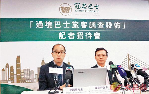 ■冠忠巴士集團公佈「過境巴士旅客調查」。 香港文匯報記者殷翔  攝