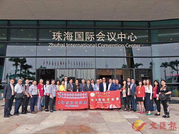 ■考察團一行在珠海國際會議中心前合影。