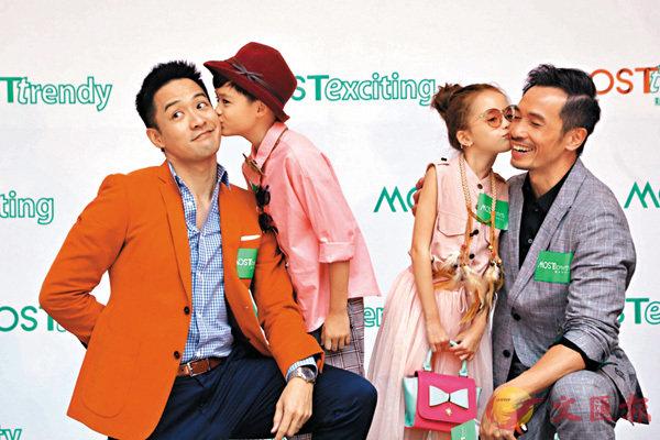■兩位人父陳智燊(左)和陳豪獲小模特兒送吻。