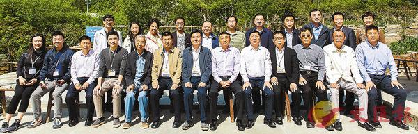 ■香港各界扶貧促進會考察團於4月底到南江考察合照。