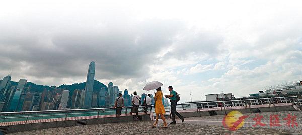 ■香港降雨量或高達300毫米及出現風暴潮。 香港文匯報記者彭子文  攝