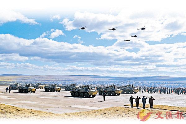 ■「東方-2018」戰略演習聯合戰役實兵演練昨日在俄羅斯楚戈爾訓練場精彩上演,中俄兩軍緊密協作共同上演了一場現代化的陸空聯合戰役行動。 美聯社