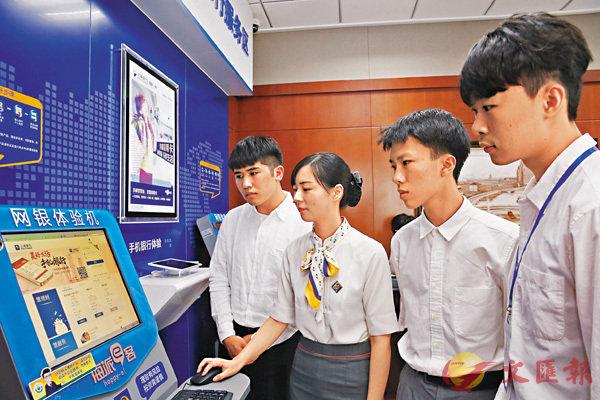 ■江蘇前日正式公佈「76條實施意見」,便利台胞在蘇學習就業生活。圖為上個月,來自台灣淡江大學的學生在南通實習。 資料圖片