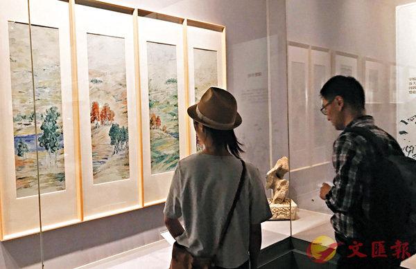 ■ 民眾在參觀展品。香港文匯報記者江鑫嫻 攝