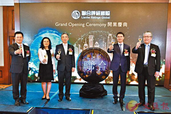 ■何昊洺(右一)表示,香港是全球其中一個主要的國際金融中心,在港設立首個離岸及國際據點,是理所當然的決定。