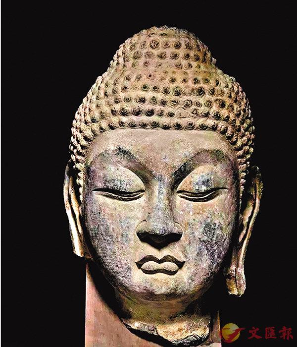 ■因極似中國流失文物,此尊佛首石雕在美拍賣前被撤回。 網上圖片