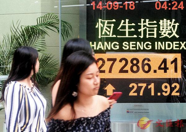 ■�琤肏�數昨日收市報27,296,令�瓻�本星期出現先跌後回升,全周有312點進賬。 中新社