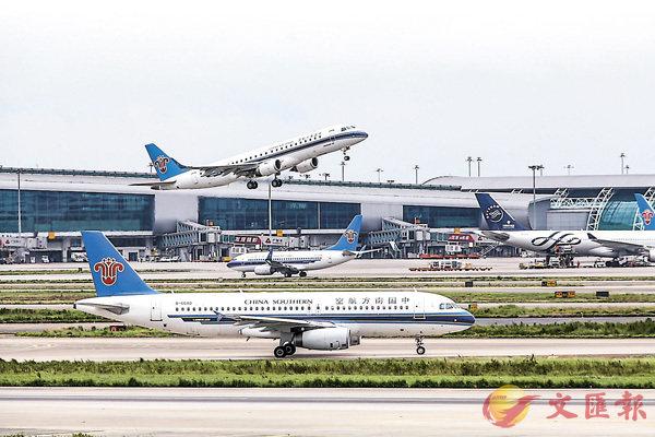 ■白云机场再次扩建。 香港文汇报记者敖敏辉摄
