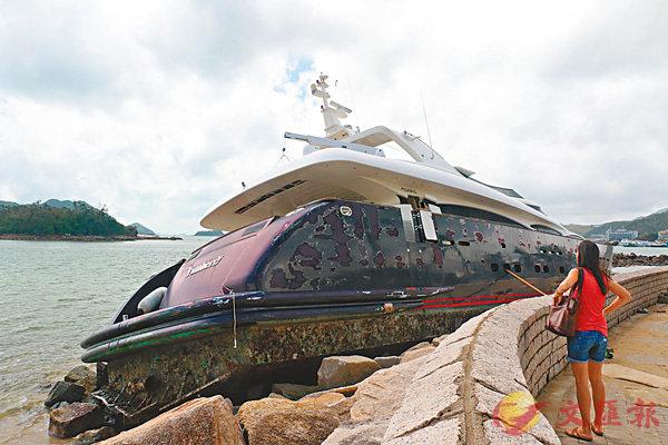 ■西貢區擱淺船隻中,有價值逾千萬元的豪華遊艇。