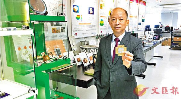 ■陸貴文現時致力研究磁電耦極天線技術,並將其推廣應用於5G通訊。 香港文匯報記者詹漢基  攝