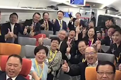 體驗高鐵 港區代表委員:動感號,好感動!