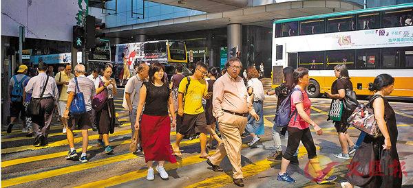 ■商界人士指,香港應把握「一帶一路」及粵港澳大灣區的機遇。圖為中環街景。 資料圖片