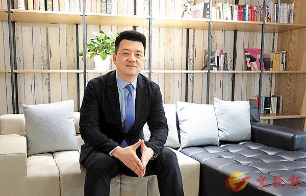 ■錦江盧浮亞洲旗下康鉑酒店品牌總裁肖波接受記者採訪。 香港文匯報記者孔雯瓊 攝