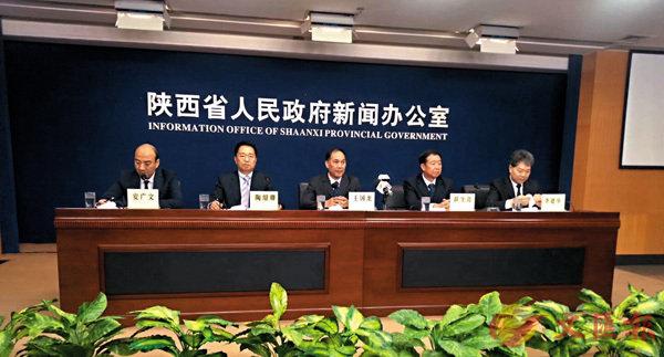 ■陝西省政府新聞辦介紹陝西建設「一帶一路」交通商貿物流中心情況。記者張仕珍  攝