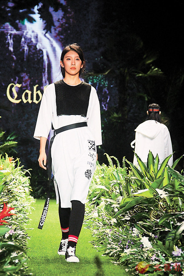■石獅成為閩派服裝策源地,每年當地舉辦的國際時裝周,都成為「霓裳盛宴」。香港文匯報記者蔣煌基 攝