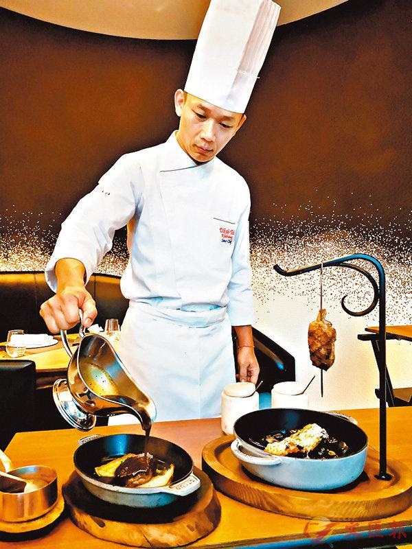 ■由大廚即席炮製燒烤主食。