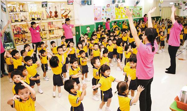 ■新學年的《幼稚園概覽》網上版,雜費部分新增了文具和全日制學生寢具費兩項收費。 資料圖片