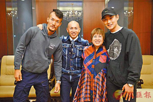 ■王雨甜(左)專程現身林超賢(左二)在北京的講座,當日監製梁鳳英及王彥霖也有出席。