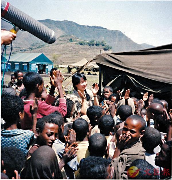 ■陳美齡和埃塞俄比亞的孩子們在一起。 (照片由陳美齡提供)