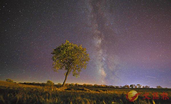 ■承德市御道口風景區拍攝的夜幕下的草原。