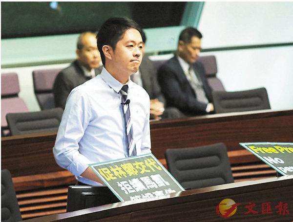 ■許智�艀菾Q沒趣。 香港文匯報記者梁祖彝  攝