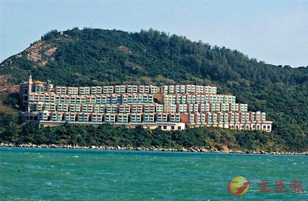 ■赤柱富豪海灣多間洋房年初曾以銀主盤放售。 資料圖片